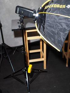 Godox AD200 an Speedbox mit Stativ-Schnellwechselplatte, Stativgewicht auf Cheetah-Stand